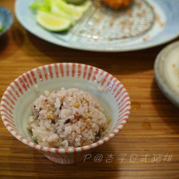 杏子日式豬排 -- 五穀飯