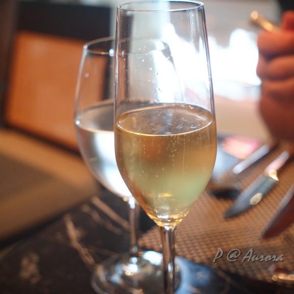 Aurora - 香檳
