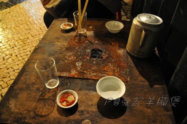 強記羊腩煲 - 桌子