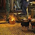 強記羊腩煲 - 生火中