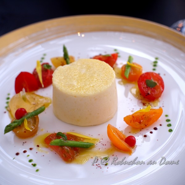 Robuchon au Dôme - 法式起司舒芙蕾伴時令蕃茄 (Cruyere Cheese Souffle and Fresh Tomatoes Medley with Provencal Flavours)