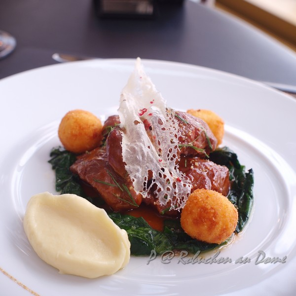 Robuchon au Dôme - 豬頰肉伴香脆玉米糕及菠菜 (Confite Pork Cheek with Spices, Crispy Polenta and Sauteed Spinach)