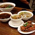 朱記饀餅粥店 - 滿桌食物