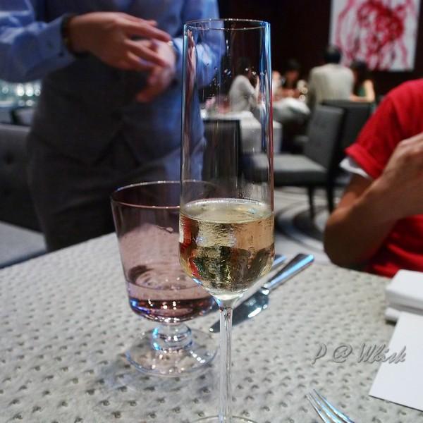 Whisk - 香檳