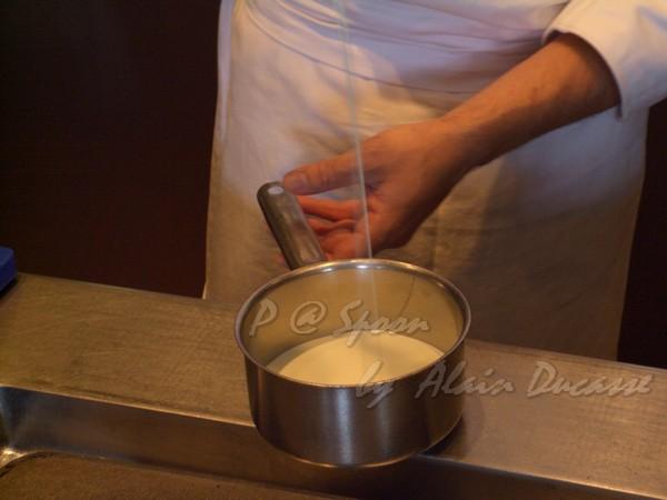 五月 -- 鮮奶油下鍋