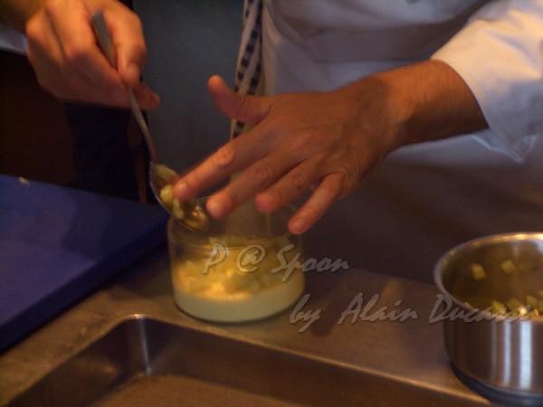 五月 -- 把茴香粒放到蒸蛋上