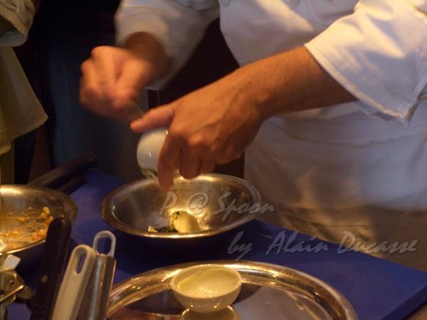五月 -- 把奶油、海膽和龍蝦腦髓混合 (1)