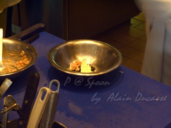 五月 -- 把奶油、海膽和龍蝦腦髓混合 (2)