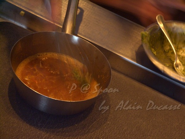 五月 -- 把海膽龍蝦髓膏混進龍蝦醬汁中 (3)