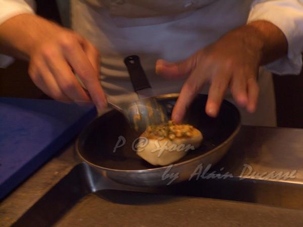 五月 -- 把花枝海膽醬抹在海鱸上