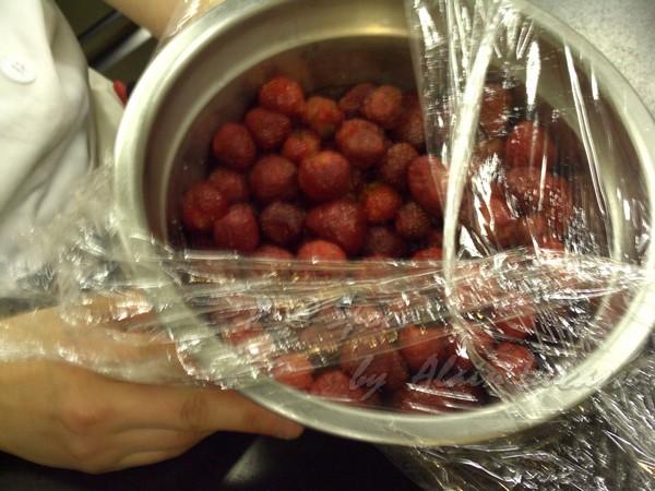 五月 -- 冷凍草莓
