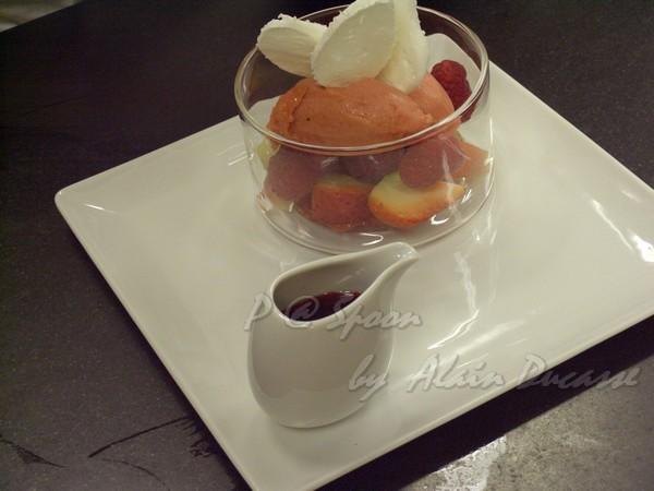 五月 -- 草莓冰點配蛋白甜餅 (1)