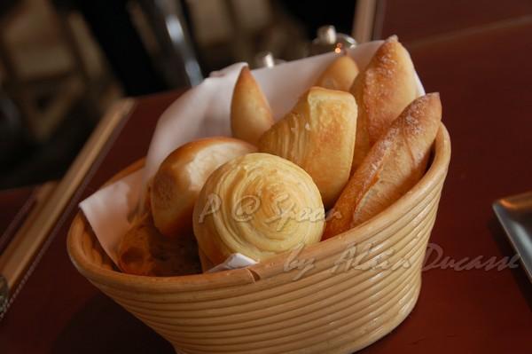 五月 -- 麵包籃