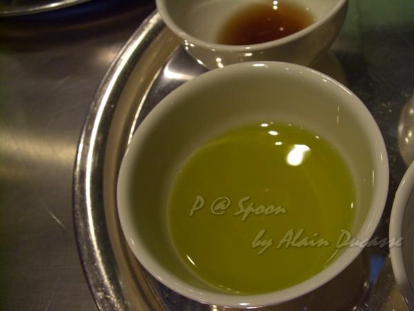 六月 -- 橄欖油