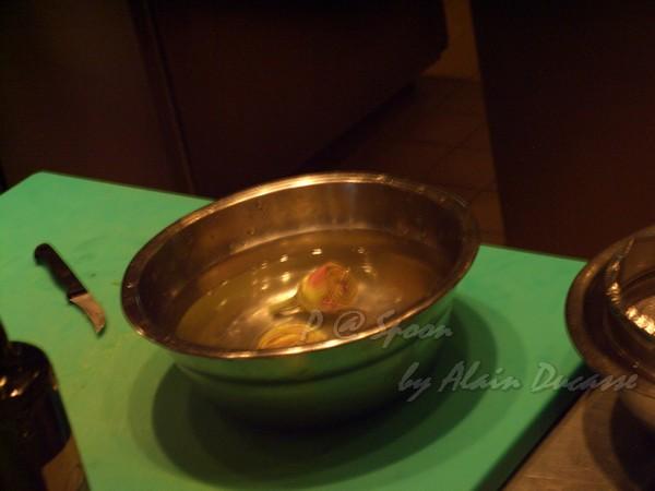 六月 -- 把朝鮮薊泡水 (1)