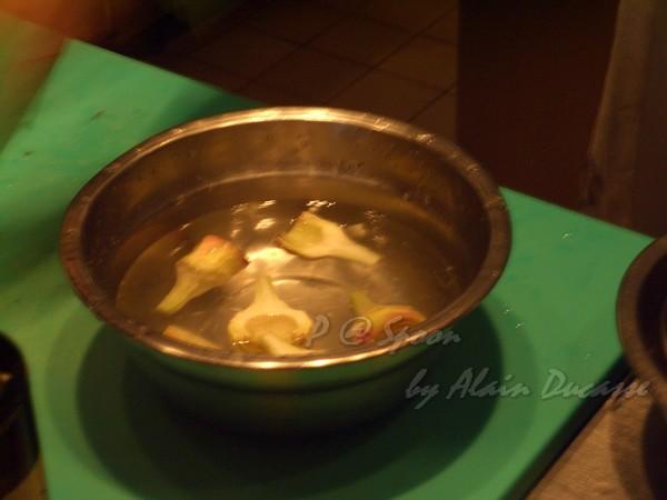 六月 -- 把朝鮮薊泡水 (2)