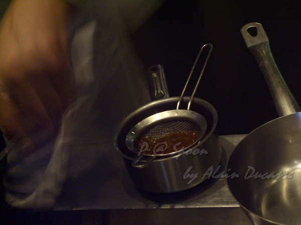六月 -- 把小螯蝦醬汁過滤 (2)