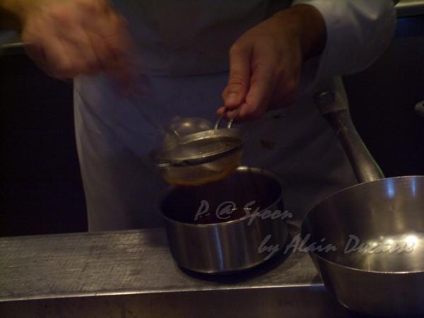 六月 -- 把小螯蝦醬汁過滤 (3)
