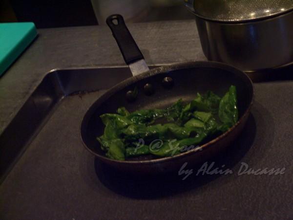 六月 -- 炒菠菜