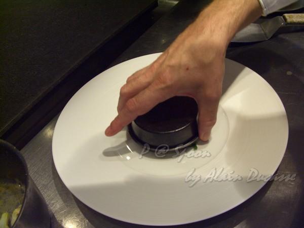 六月 -- 把小圓盤中的東西反扣到碟子上 (2)
