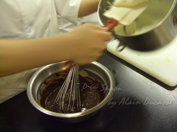 六月 -- 把打發奶油混進巧克力醬中 (1)
