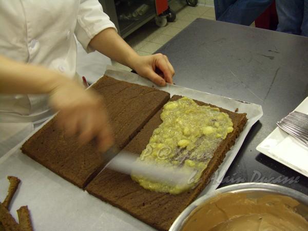 六月 -- 在蛋糕上抹香蕉果醬 (3)