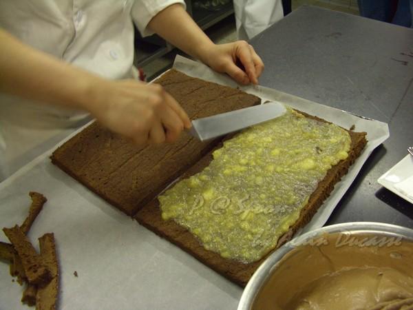 六月 -- 在蛋糕上抹香蕉果醬 (4)