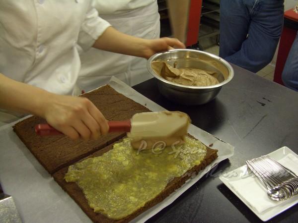 六月 -- 再在蛋糕上抹巧克力慕絲 (1)