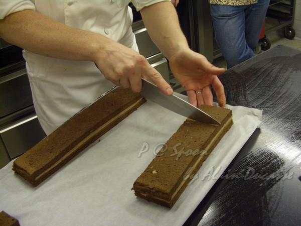 六月 -- 把「巧克力香蕉三明治」切成正方小件