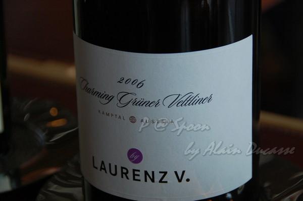 六月 -- 2006 Gruner Veltliner - Charming - Laurenz V (前)