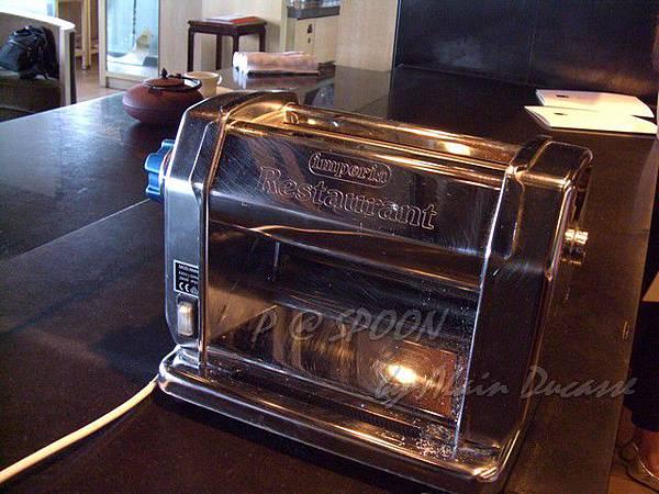 九月 -- 製麵機