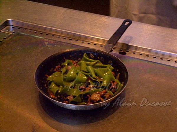 九月 -- 把麵條和醬汁略為拌炒