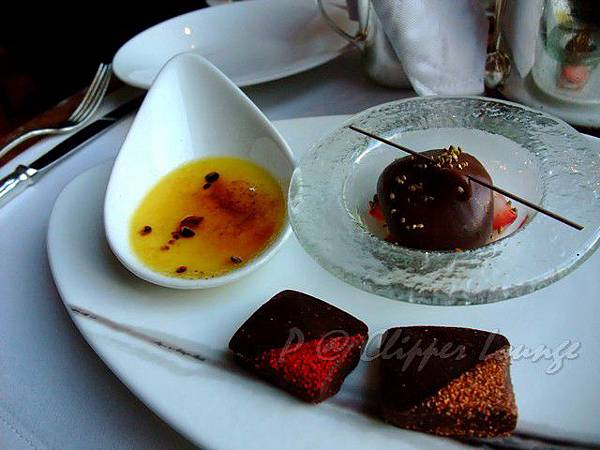 快船廊 -- 熱情果焦糖燉蛋、伯爵茶巧克力慕絲、果仁巧克力