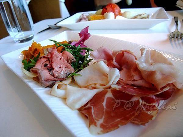 Angelini -- 友人拿回來讓大家分嚐的前菜 (1)