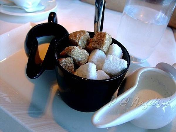 Angelini -- 咖啡糖 & 牛奶