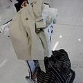 香港國際機場 -- 手提行李 & 大衣