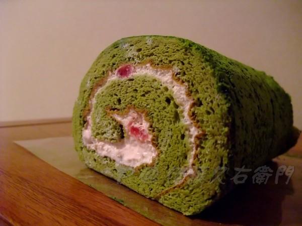 伊藤久右衛門 -- つぶつぶ苺抹茶ロールケーキ