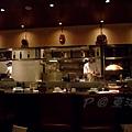 東洋亭 -- 半開放式廚房