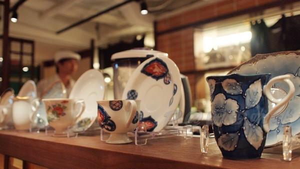 岡田咖啡 -- 吧檯上的漂亮杯子