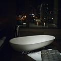 澳門十六浦索菲特大酒店 -- 某套房的蛋型浴缸