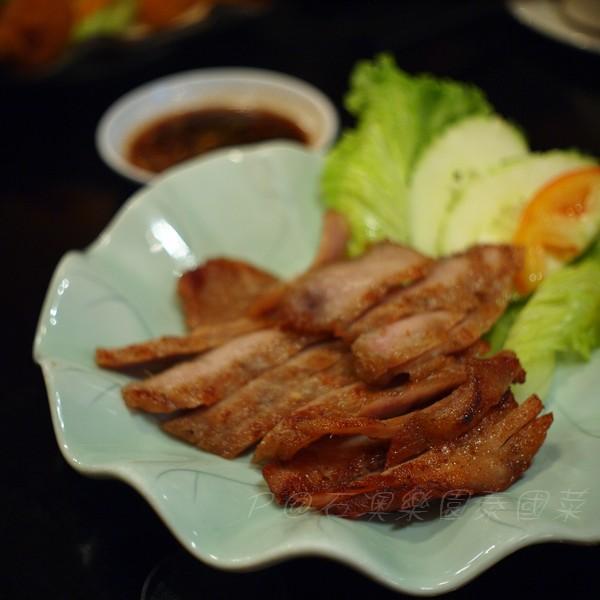 石澳樂園泰國菜 -- 燒豬頸肉