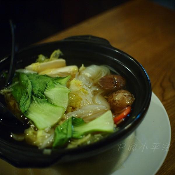 小平津 -- 蔬菜豆腐鍋