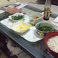 陳宛鈴請我吃飯很搞笑,我要幫忙炒青菜主食還是我不吃的稀飯,我只好自己煮麵
