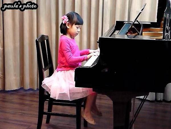 鋼琴表演-2.JPG