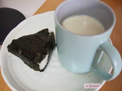 三角飯糰跟牛奶