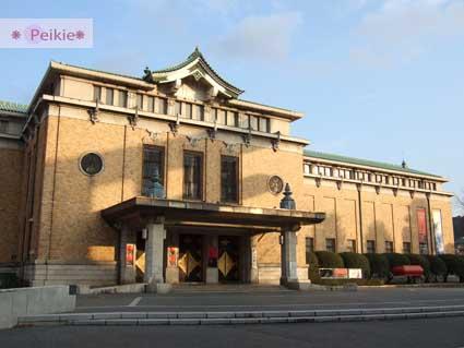 平安神宮旁的京都美術館。古色古香,帶著西洋式味道的建築。招牌上斑駁的痕跡有歷史的味道