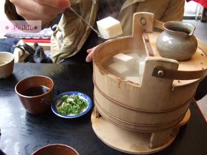 """音羽の滝旁的茶屋--京都湯豆腐,很不正統,但也算嚐過了""""湯豆腐"""",700円"""
