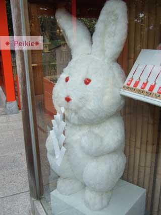 清水寺旁的地主神社-大兔子玩偶。