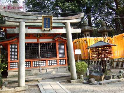 八坂神社裡-美御前社,旁邊的水拿來潑臉洗手,傳說會變美(參考用)