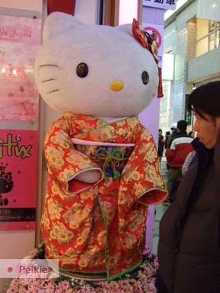 心齋橋的穿和服的大Hello Kitty